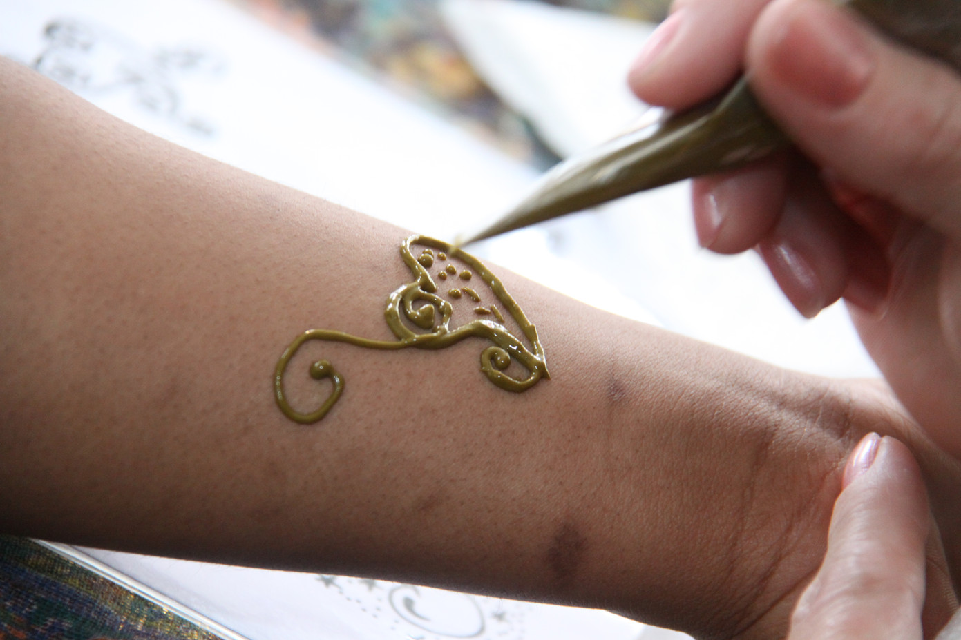 Unique-Henna-Hand-Tattoo.jpg