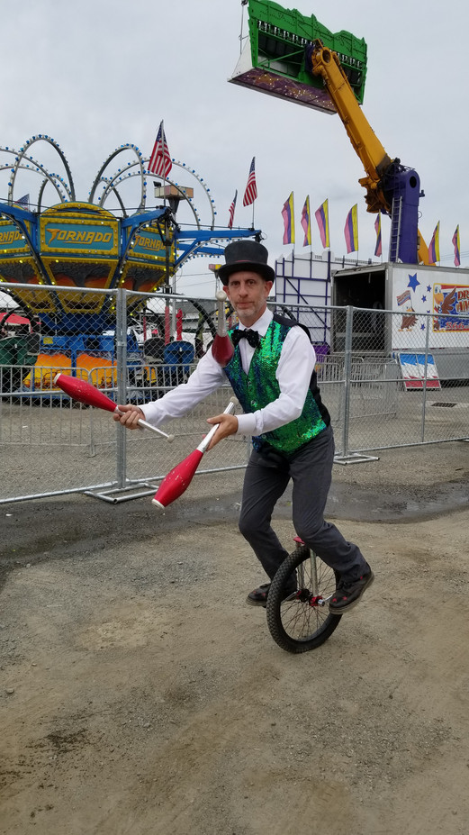 Unicycling-While-Juggling.jpg