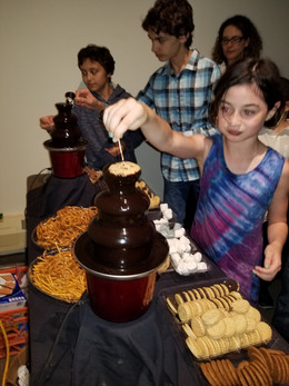 Chocolate-Fountains-Rental-For-Party.jpg