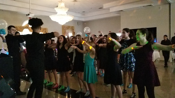 Teens-Party-Group-Dance-With-MME-Dancer.jpg