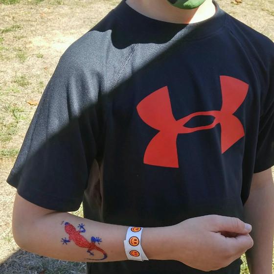 Lizard-Hand-Glitter-Tattoo.jpg