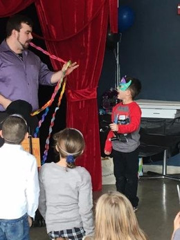 Kids-Magic-Show-At-Birthday-Party.jpeg
