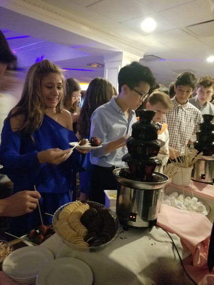 Chocolate-Fountain-For-Rent-At-Party.jpg