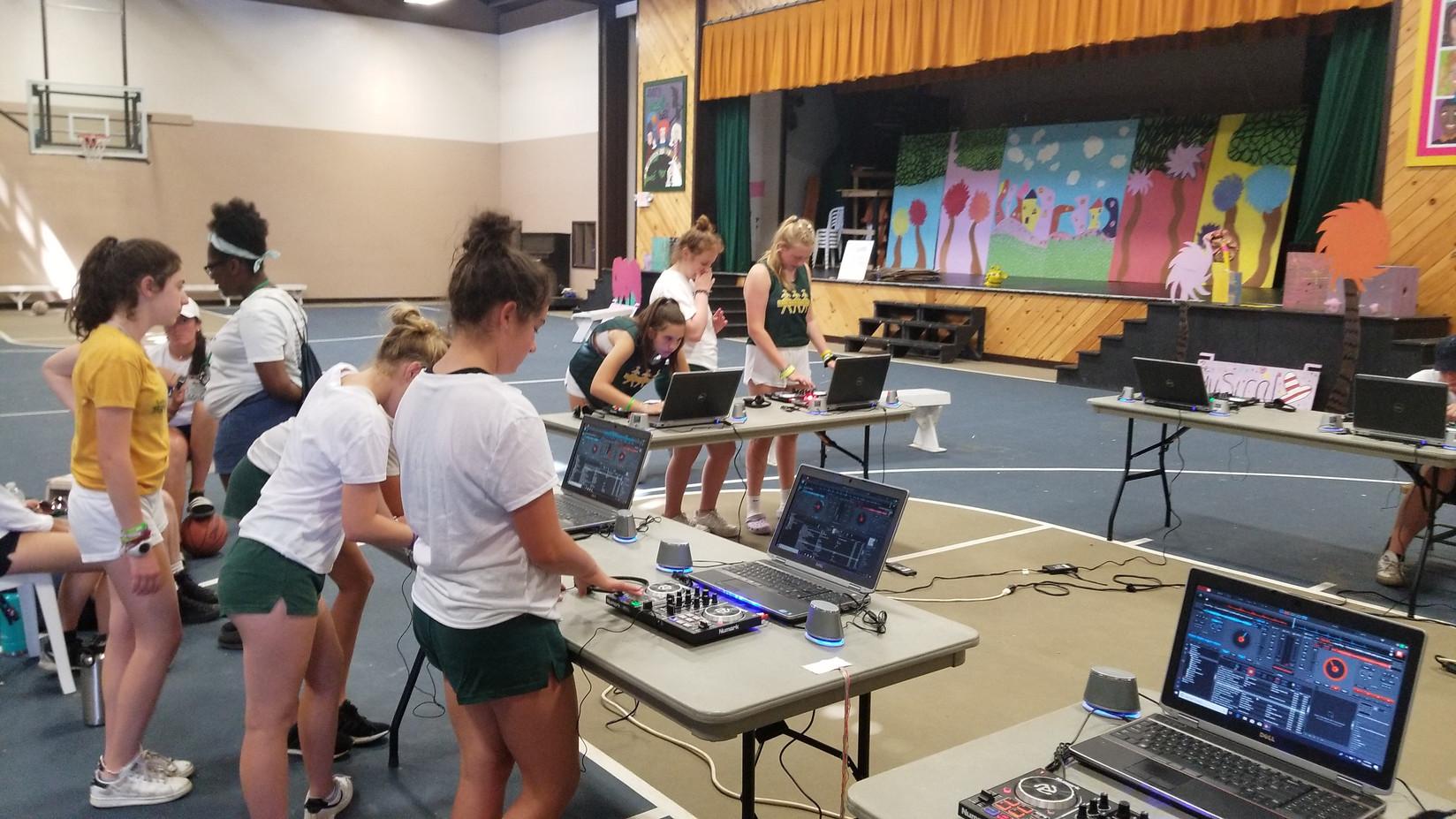 Students-Dj-Workshop.jpg