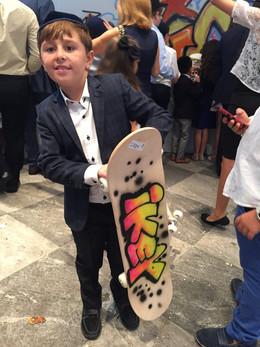 Airbrushed-Skateboard-Party-Favor.jpg