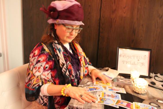 Adult-Woman-Fortune-Teller.JPG