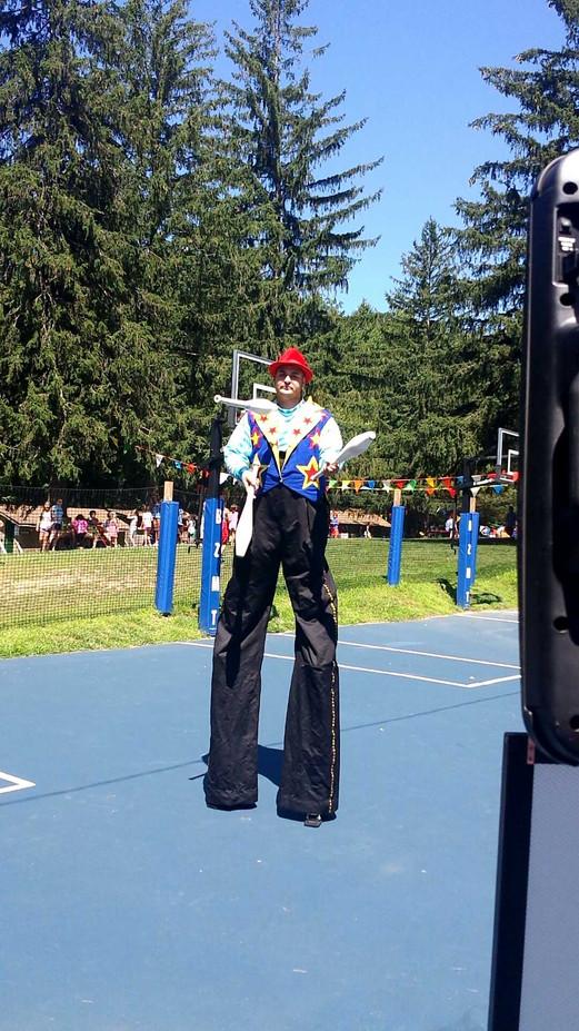 Juggling-Stilt-Walker.jpg