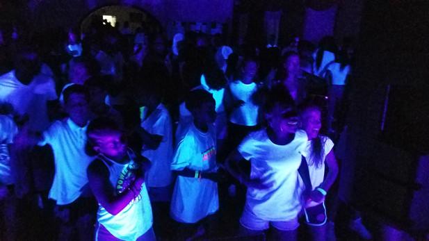Black-Light-UV-Glow-Party-For-Kids.jpg