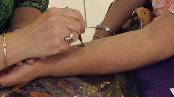 Henna-Tattoo-On-Hand.jpg