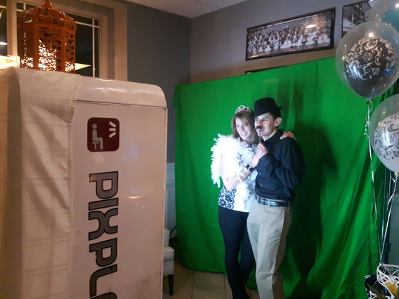 Green-Screen-Photo-Booth-For-Event.jpg