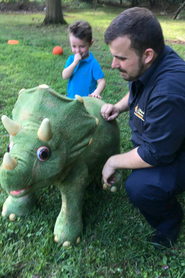 Animatronic-Dinosaur-With-Steven-At-Kids-Party.png