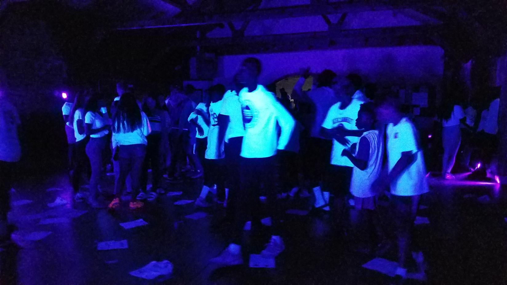 Black-Light-UV-Glow-Party-For-Teens.jpg