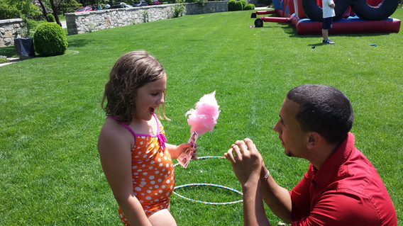 Interactive-Magician-With-Little-Girl.jpg