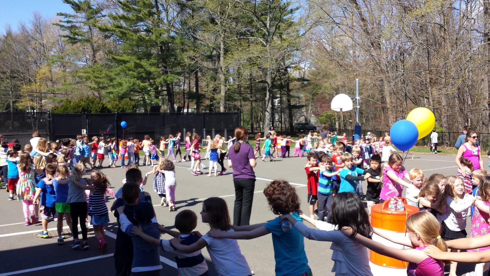 Circle-Game-Activity-At-School.jpg