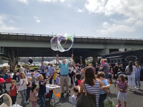 Giant-Bubble-Trick.jpg