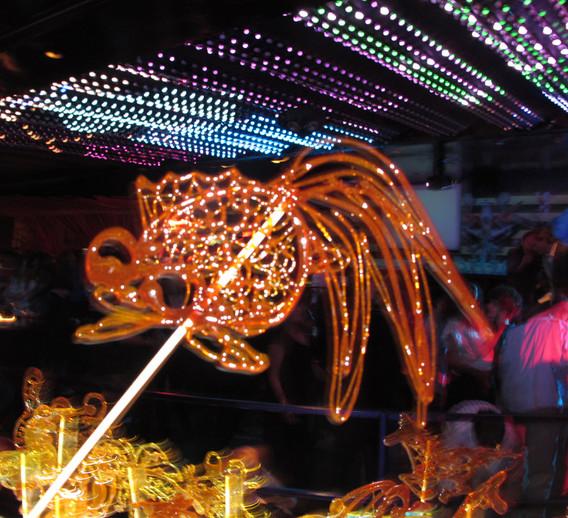 Unique-Melted-Sugar-Sculpture.jpg