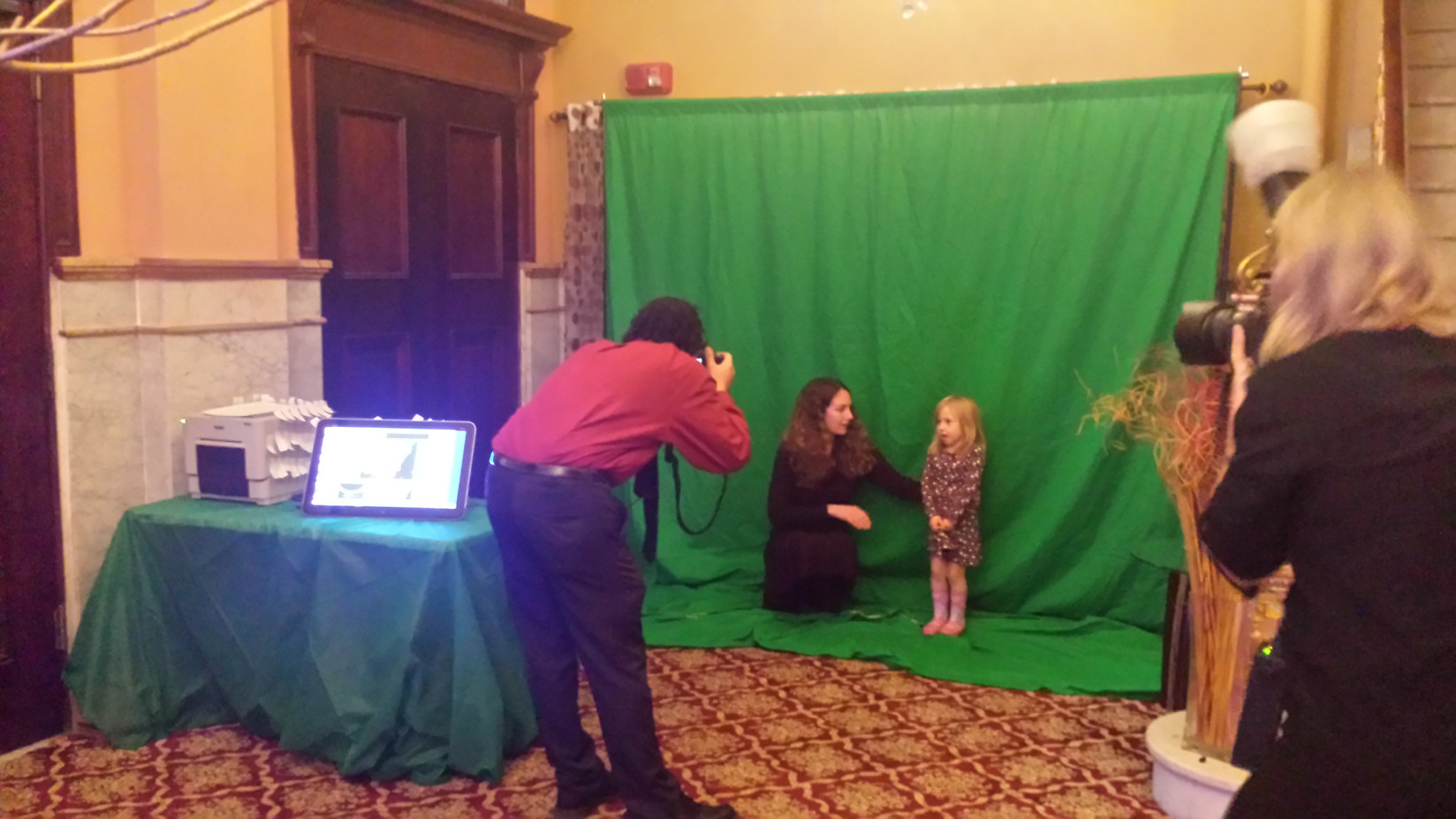 Graphic-Green-Screen-Photo-Booth.jpg