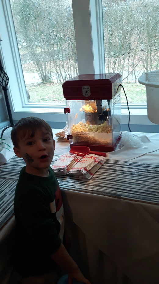 Popcorn-Machine-At-Party.jpg