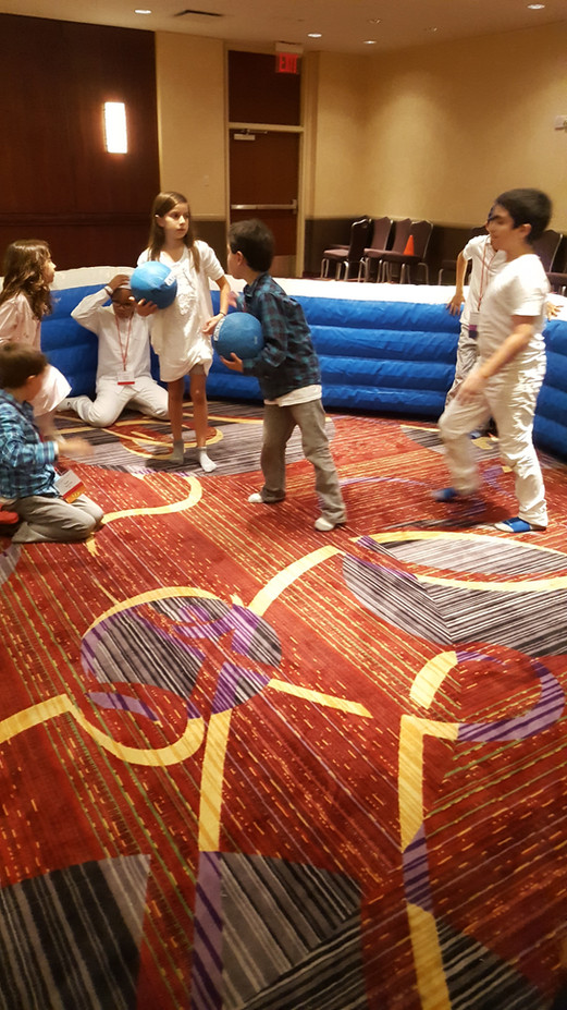 Indoor-Inflatable-Pit-For-Kids-Game.JPG