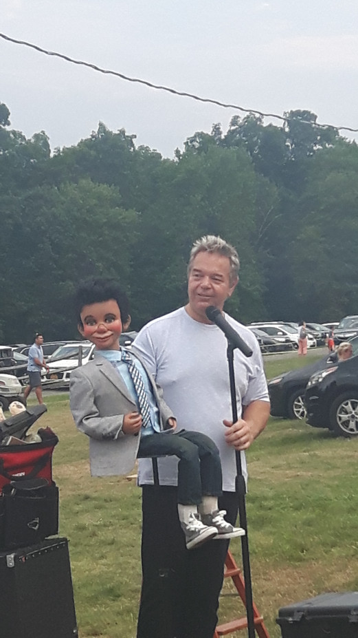 Comedian-With-Puppet-At-Outdoor-Show.jpg