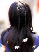 Hair-Braiding-With-Beads.jpg