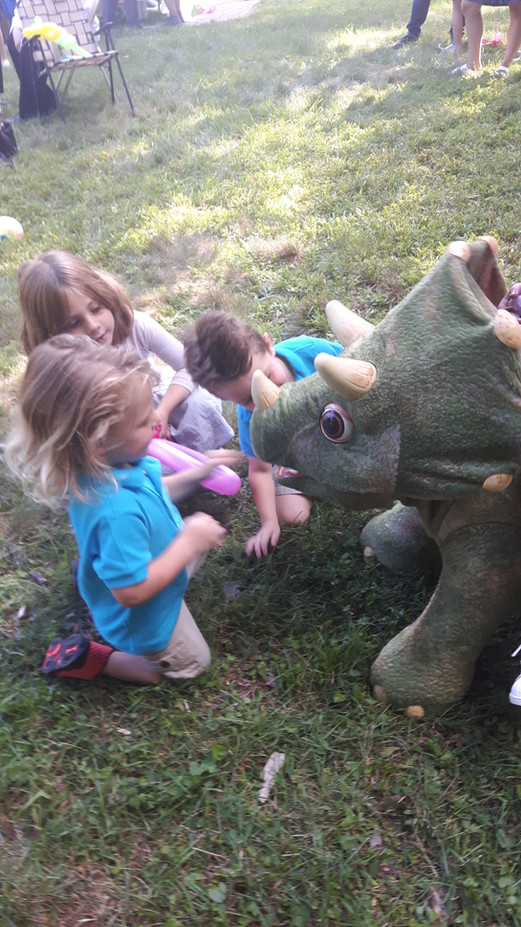 Kids-With-Animatronic-Dinosaur.jpg