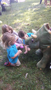 Kids-With-Animatronic-Dinosaur.jpg