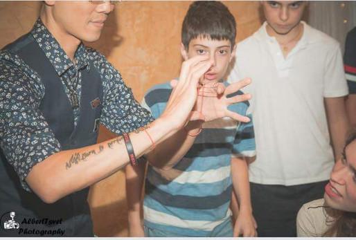 Kids-Magician-Magic-Trick.jpg