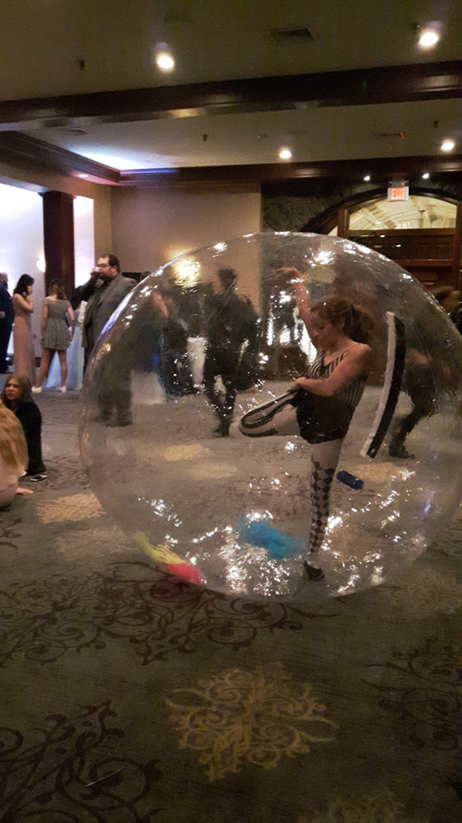 Contorionist-In-A-Bubble-At-Show.jpg
