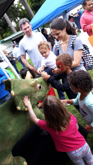 Animatronic-Dinosaur-With-Kids.jpg