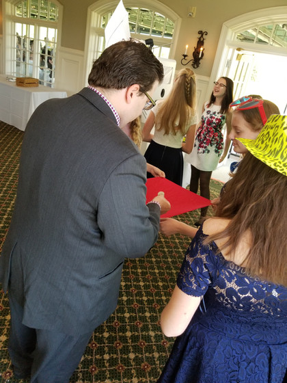 Close-Up-Magician-WIth-Teens-At-Event.jpg