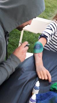 Airbrush-Artist-tattooing-At-Arm.jpg