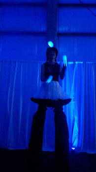 Led-Juggling-Stilt-Walker.jpg