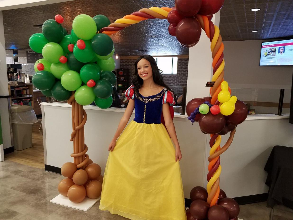 Snow-White-Disney-Character.jpg