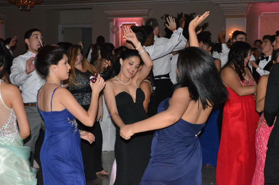 Prom-Party-Group-Dance.JPG
