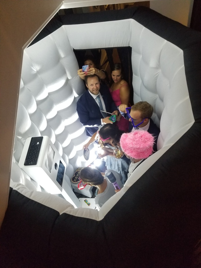 Inflatable-Photo-Booth-For-Event.jpg