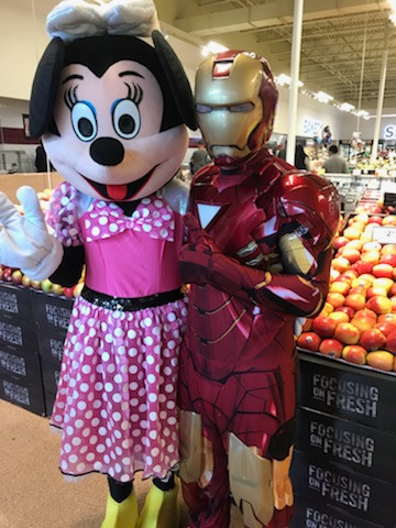 Minnie-Mouse-With-Iron-Man-Mascot-Character.jpg