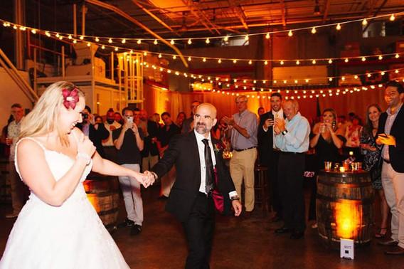 Wedding-Dj-Bride-Groom-Dance.jpg