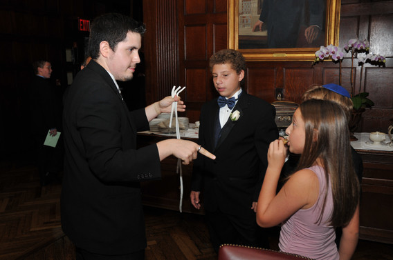 Close-Up-Magician-At-Teens-Event.JPG