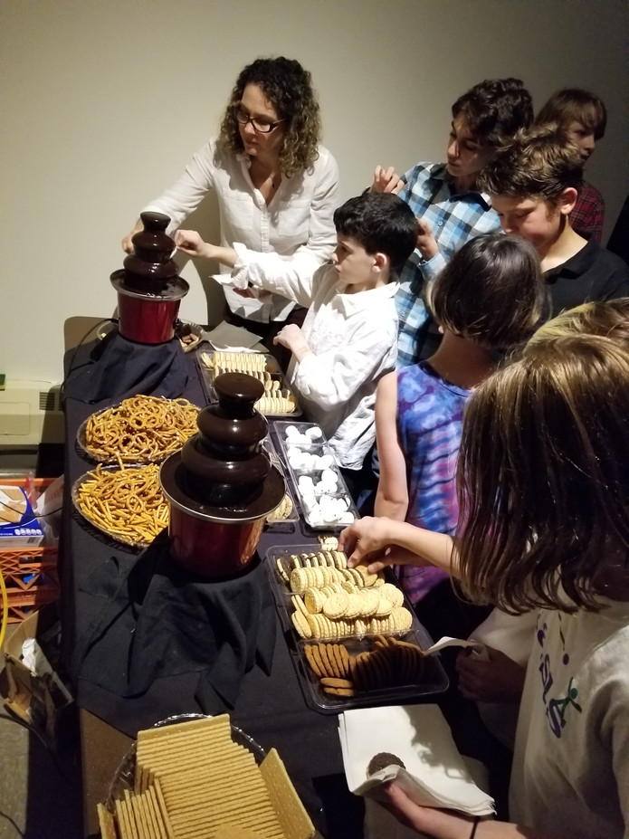 Chocolate-Fountains-For-Kids-Party.jpg