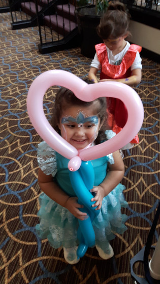 Heart-Balloon-Twister-Design-Hold-By-Little-Girl.jpg