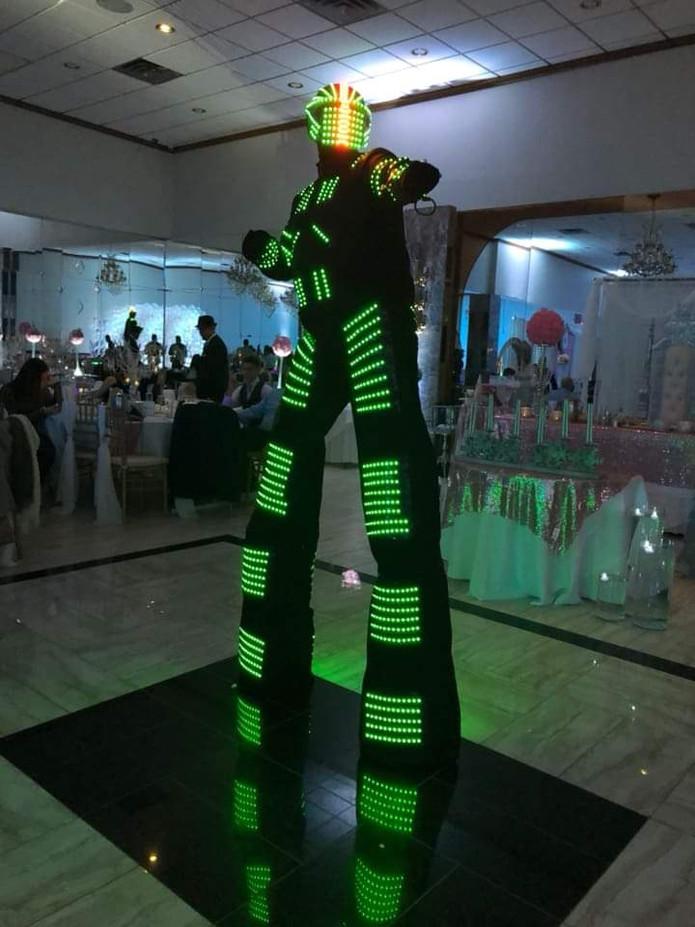 Led-Robot-Stilt-Walker.jpg