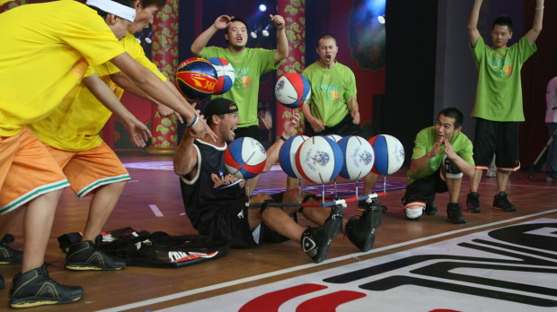 10-Balls-China1-620x348-Basketball-Trick.jpg