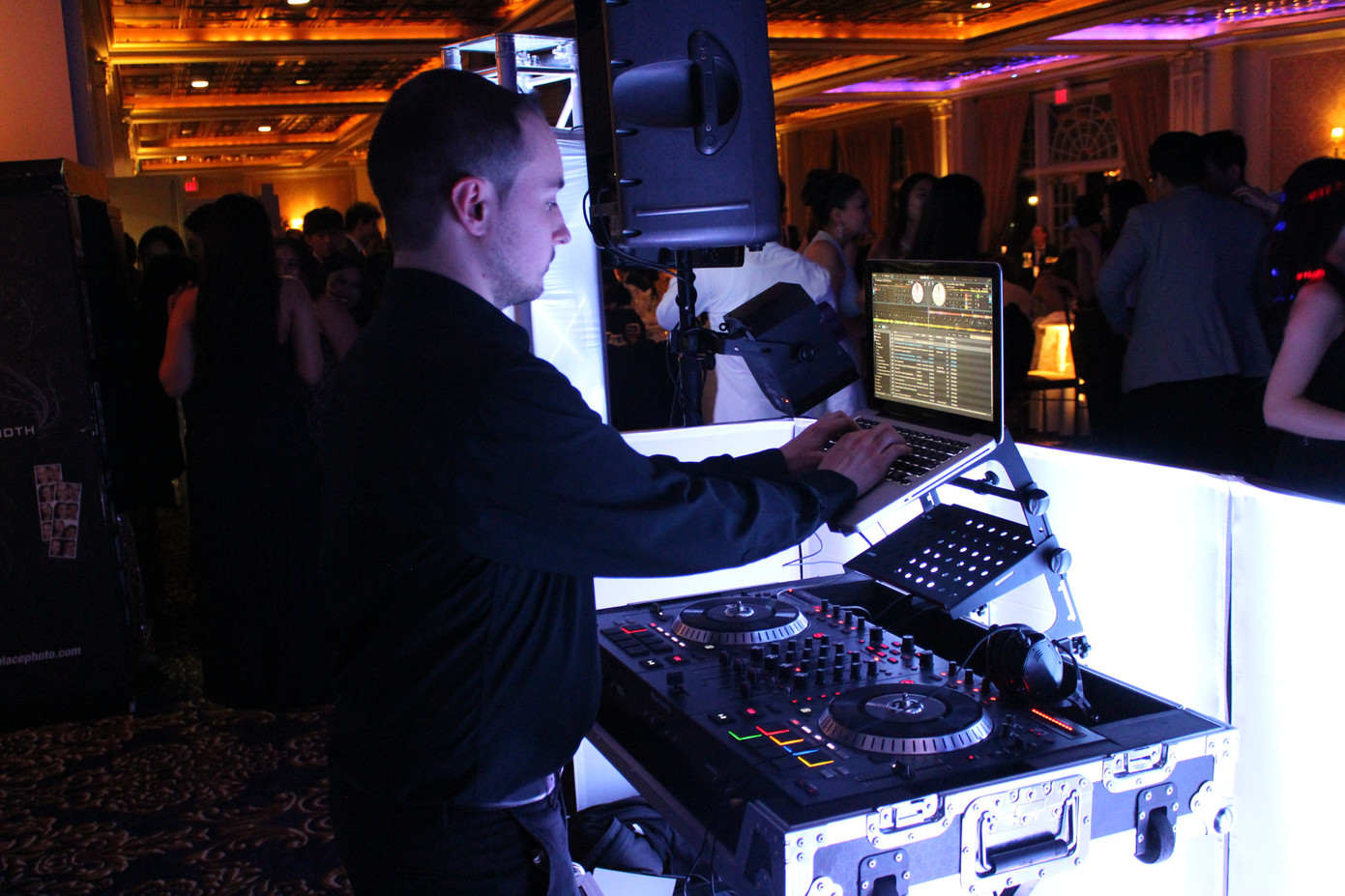 Disk-Jockey-For-Party.jpg