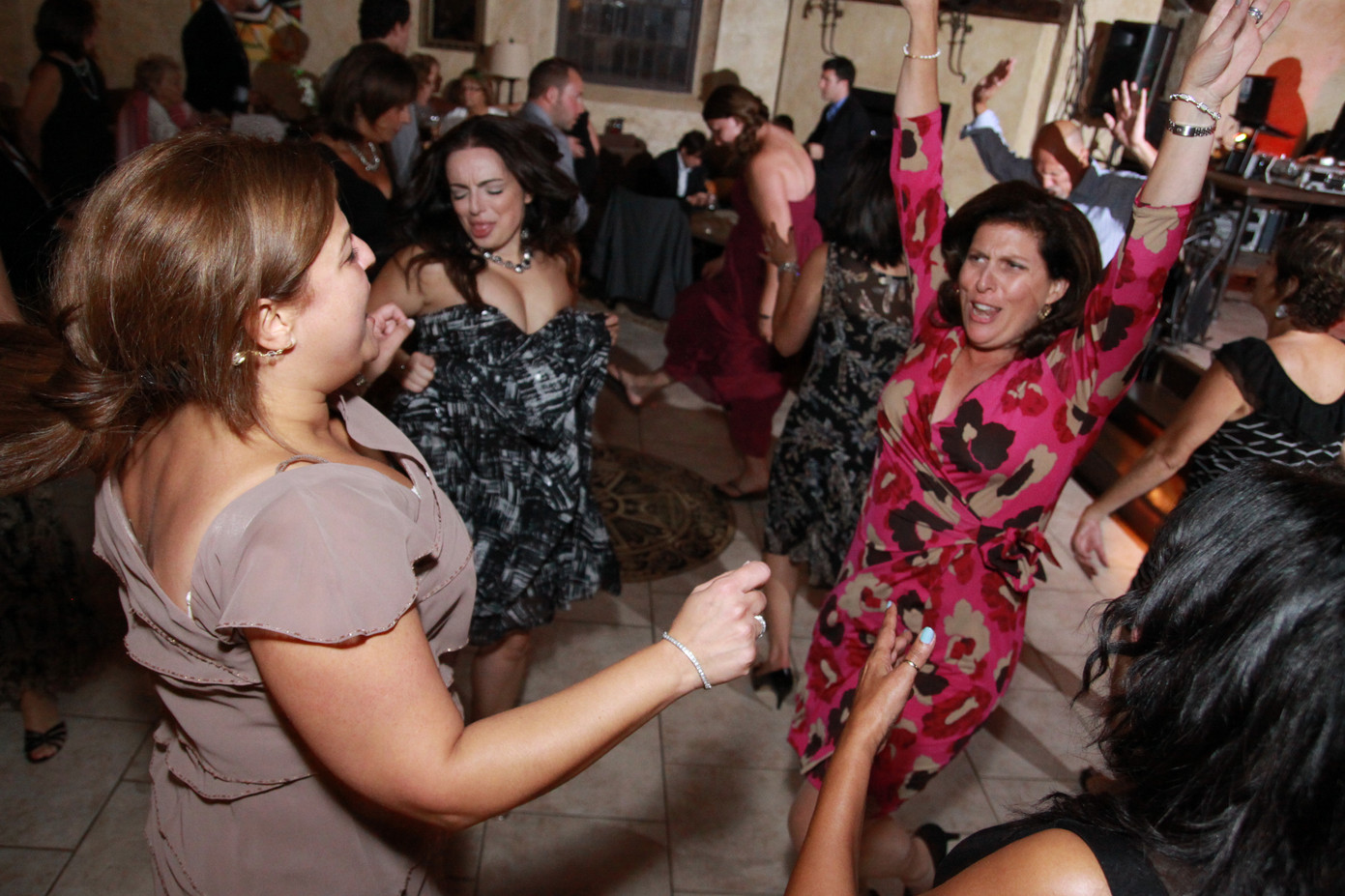 Wedding-Guest-Dancing.JPG