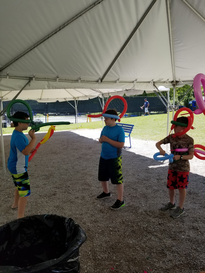 Balloon-Twisting-Workshop-For-Kids.jpg