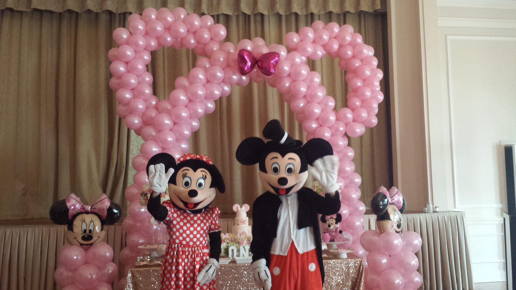 Micky-And-Minnie-Mouse-At-Birthday-Party.jpg