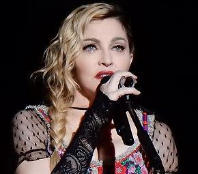 800px-Madonna_Rebel_Heart_Tour_2015_-_St