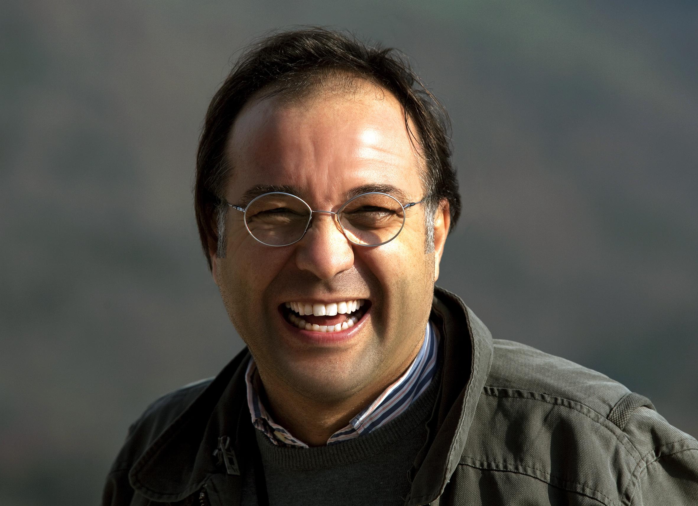 Kimdir Prof. Dr. Özer Kanburoğlu