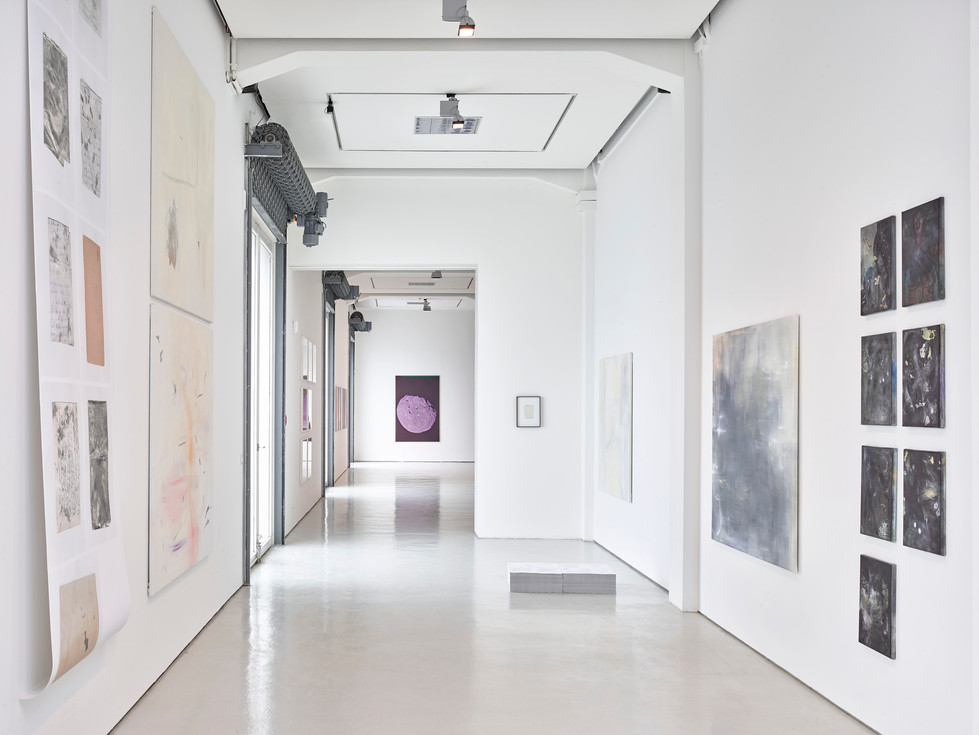 N.Lichtig, Pictures of Nothing (gold leaf on paper, print on paper/soundscape, oil, pencil and gold leaf on canvas). 2018 in: Catching the Light, Kai 10 / Arthena Foundation, Düsseldorf